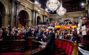 La Cámara autonómica aprueba una declaración unilateral encubierta por 71 votos a favor y 63 en contra.