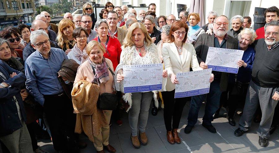 """Un grupo de personalidades del País Vasco presentan el manifiesto """"Por un fin de ETA sin impunidad"""".  JAVIER HERNÁNDEZ JUANTEGUI - EL PAÍS"""