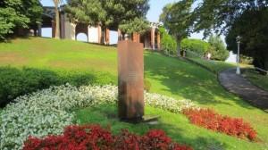 Monumento en Memoria de las Víctimas del Terrorismo ubicado en el Parque de Doña Casilda de Bilbao.